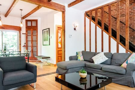 CHIC 4 BR/2Ba COTTAGE near OLD MTL! - Montreal