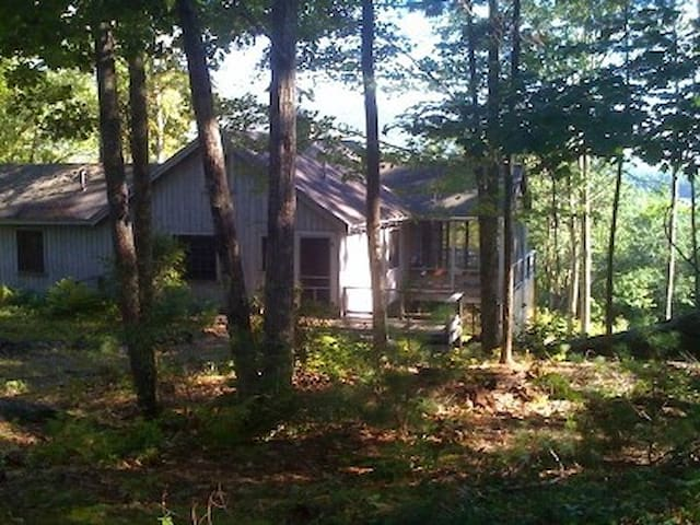Serene cabin in woods above Squam - Sandwich - House