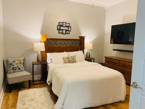 Private Guesthouse 30 min from downtown & airport