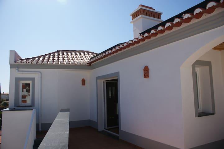 Casa Santos 1º Andar, aloja. local - Bordeira - Apartemen