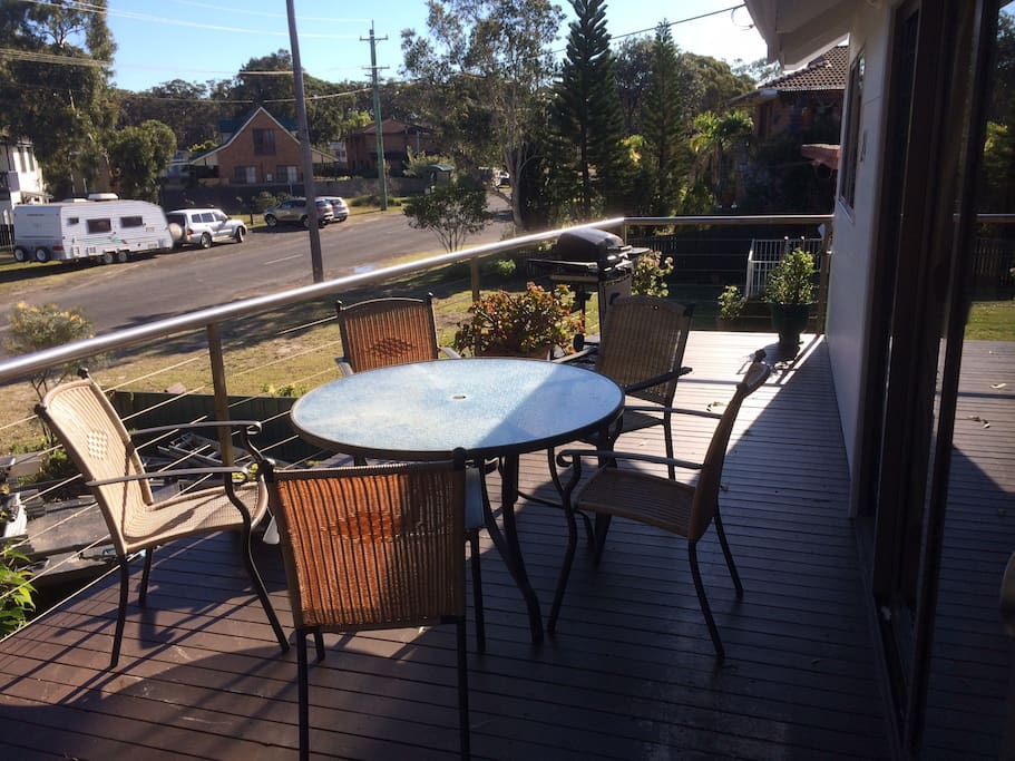 Level 1 deck, outdoor setting & BBQ