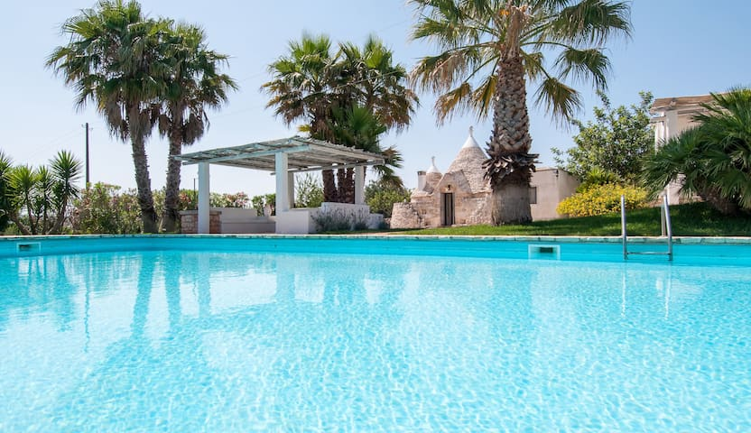 Trulli Oleandro: Complex of Trulli with Pool - Ostuni - House