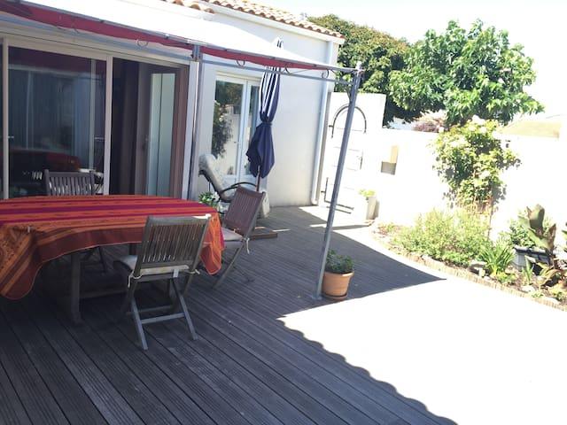 chambre avec patio agréable - L'Aiguillon-sur-Mer - Inap sarapan