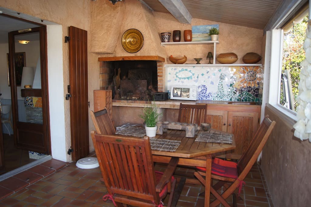 Dining room. In the summer, enjoy having lunch in this sunny place.