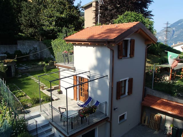IL CASELLO: small & romantic house  lake Como - Bellano - Hus