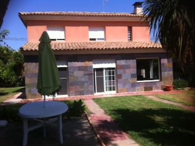 Habitacion en un chalet de Serra . - Valencia - Bed & Breakfast