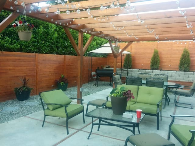 Private Entrance - Beautiful backyard seating area. Set up in Spring/ Summer only, depending on weather.
