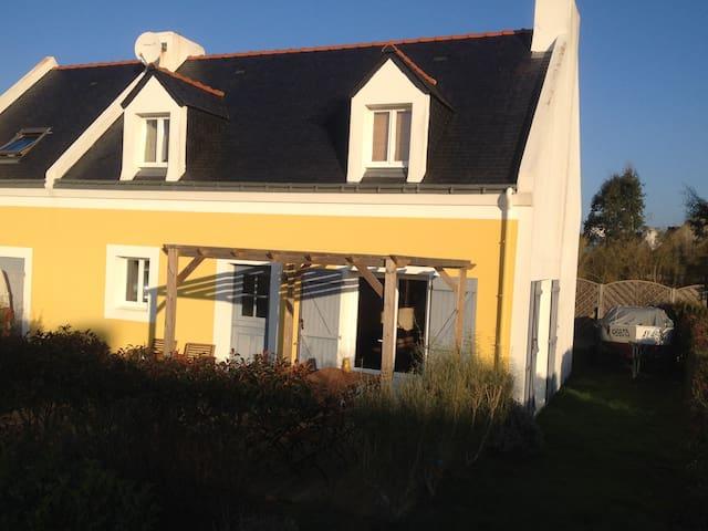 Maison jaune au coeur de Bangor - Bangor