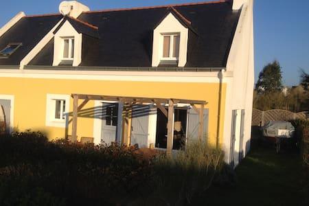 Maison jaune au coeur de Bangor - Bangor - Haus