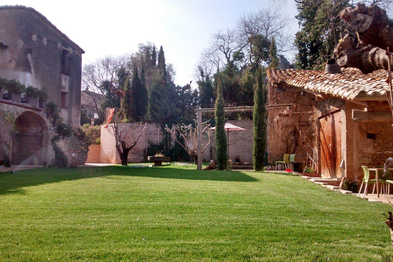 Jardin con vistas y el molino