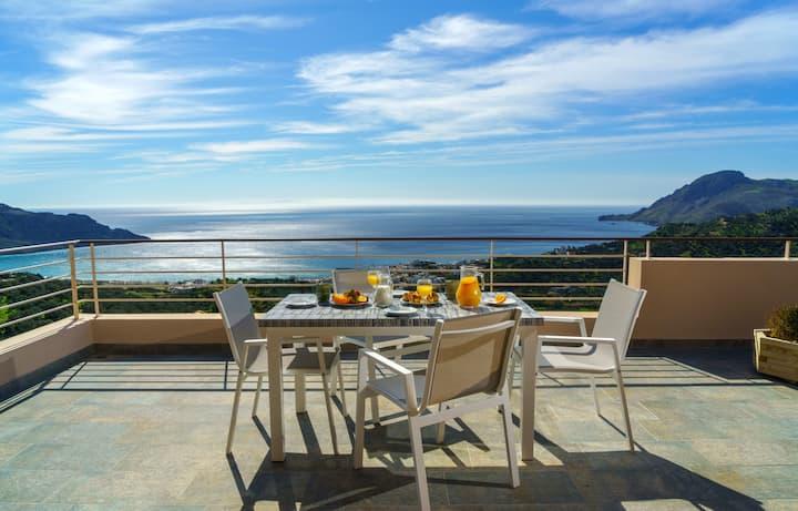 60sq.m Apartment Panoramic view 5' away from beach