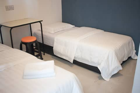 TEMPO - Queen/Twin Room with Shared Bathroom # 1