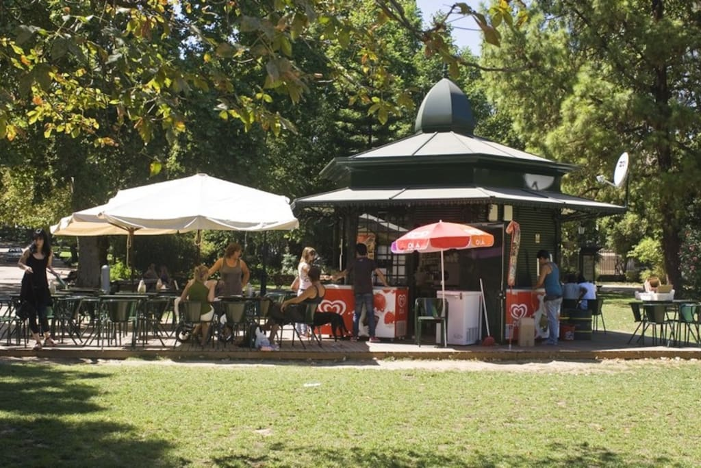 Right near Estrela Garden, the most beautiful, lively and pleasant garden in Lisbon.