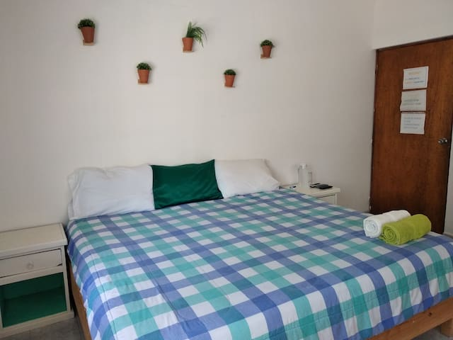 Centric and comfortable room with A/C, TV and WiFi