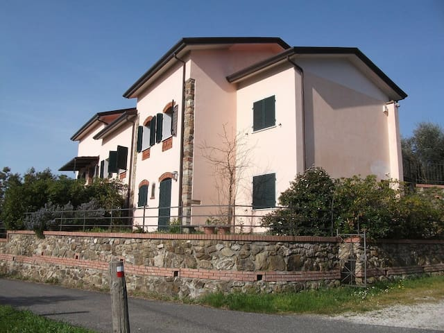 Exclusive !! - Castelnuovo magra - House