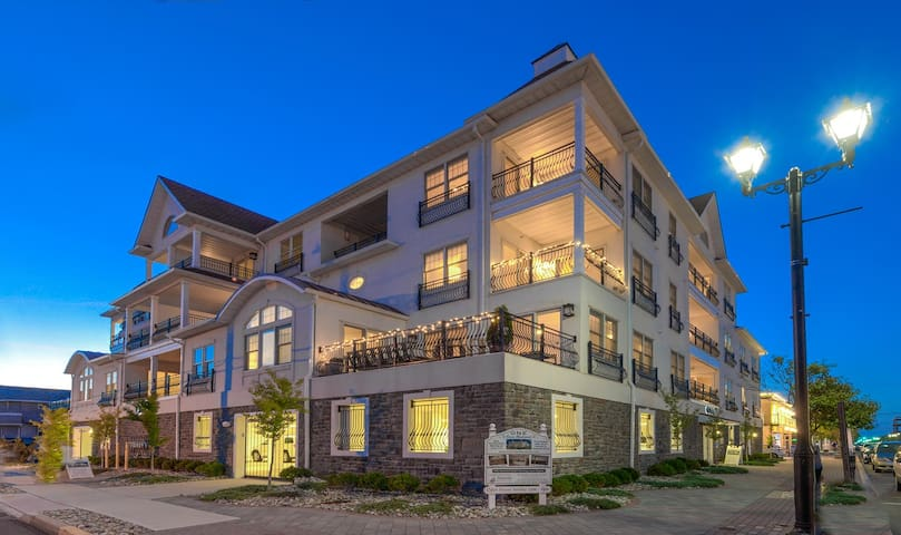 Luxury 2BR/2BA - Just 1 Block from Beach!