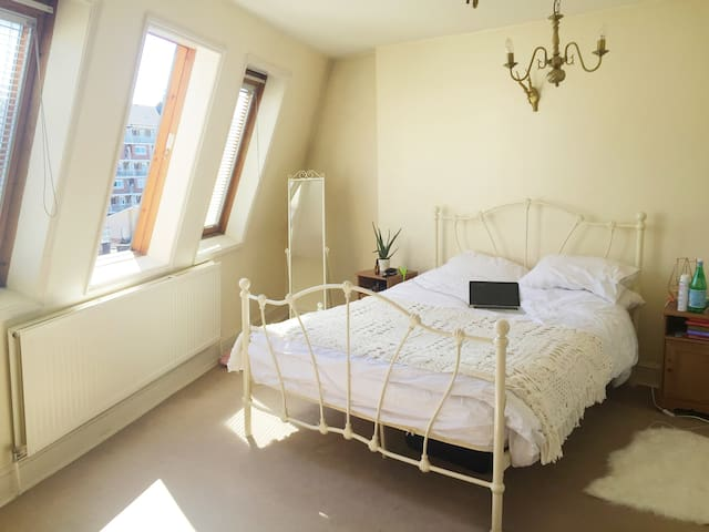 Lovely spacious master room in Fulham - London - Hus