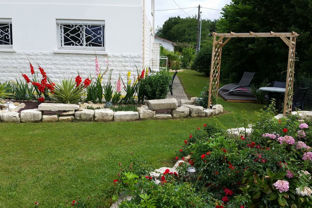Studio au jardin fleuri appartements louer saint for Jardin fleuri lyon 9