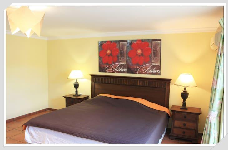 Downstairs  double bedroom - San Roque - Villa