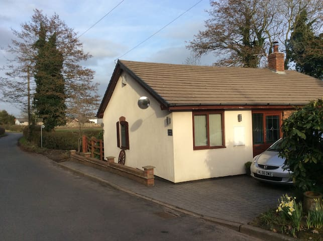 Comfy cottage in the heart of the countryside - Northwich - Bungalow
