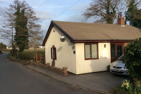 Comfy cottage in the heart of the countryside - Northwich - Bungalov
