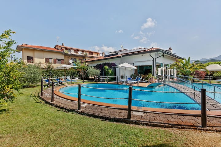 Charming Apartment in Camaiore with Pool