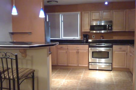 Garden Level Executive Midtown Anchorage Condo - Anchorage - Appartement