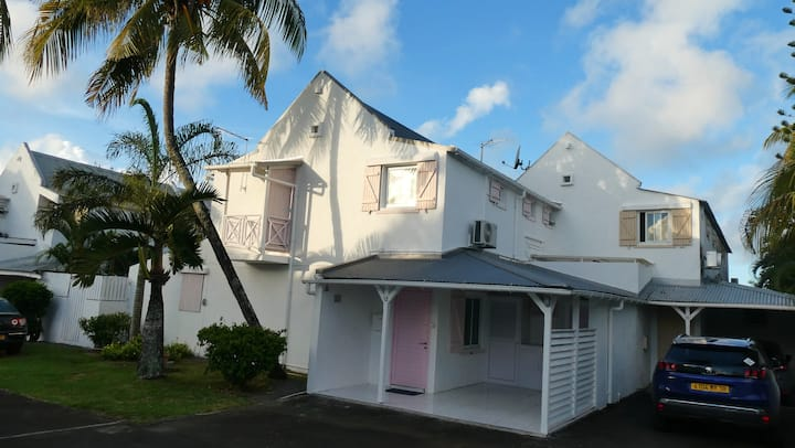House with 3 bedrooms in Grand Baie, with shared pool, enclosed garden and WiFi - 500 m from the beach