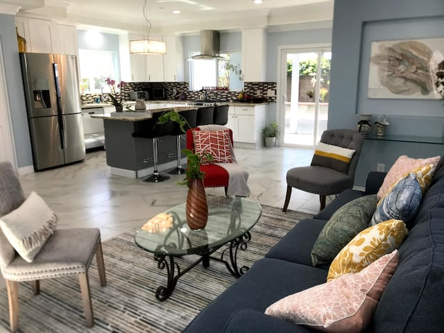 Entire CLEAN NEW House in Heart of OC, CA - 6 beds