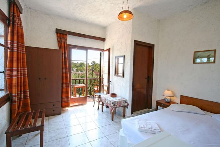 Single bedded room with private facilities