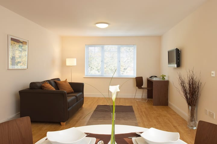 SACO Farnborough Reading Road - One Bed Apartment