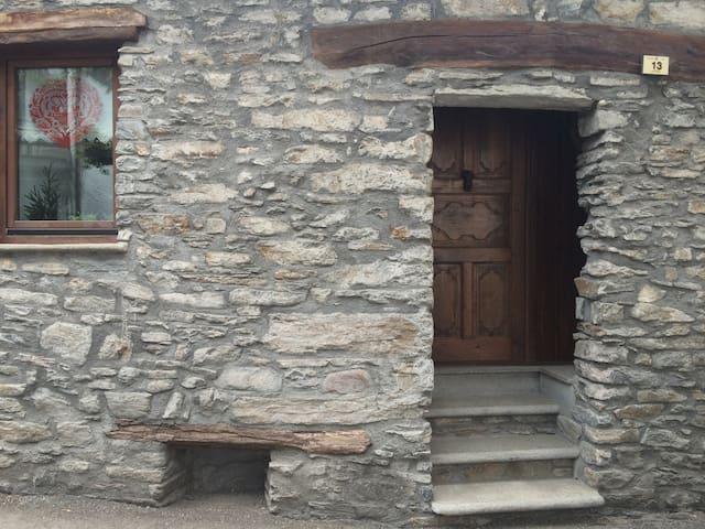 tipica e suggestiva casa in pietra  - Courmayeur - Dům
