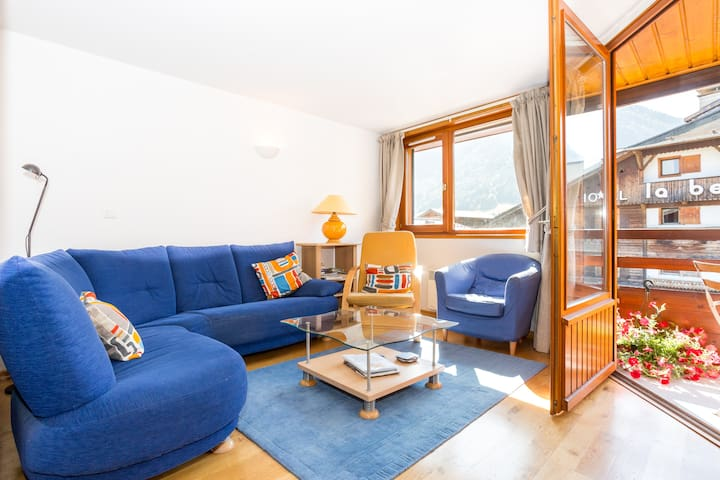 Chalende 24, central,bright & spacious with garage
