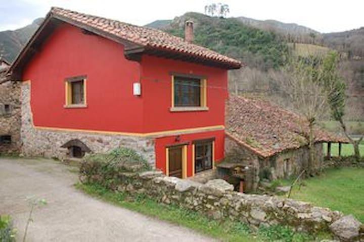 Casa Roja - Tornín