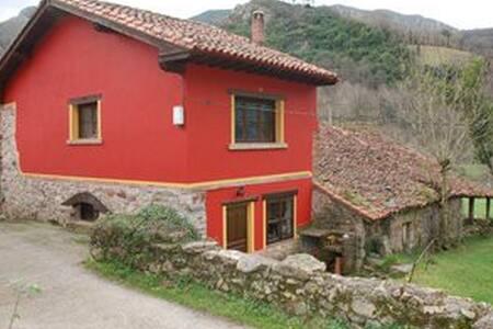 Casa Roja - Tornín - Hus