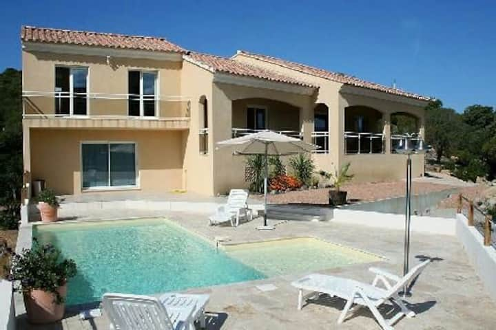 Villa individuelle avec piscine et vue mer