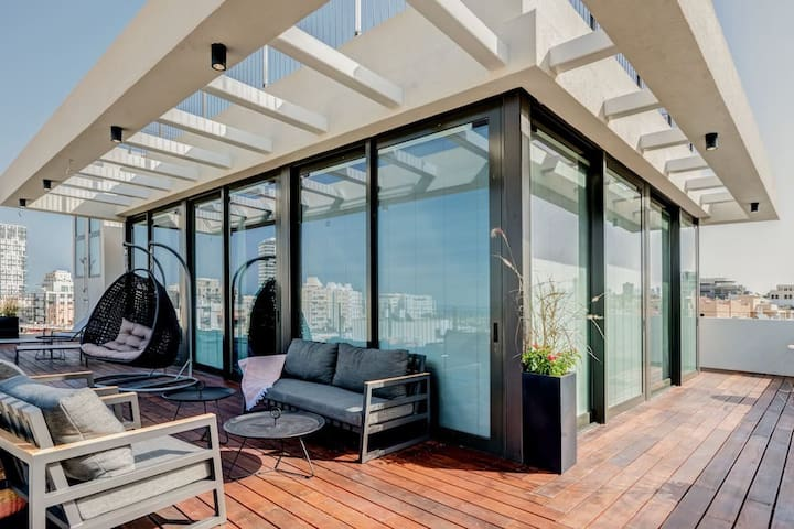 Luxurious newly 11bd by the beach central rooftop