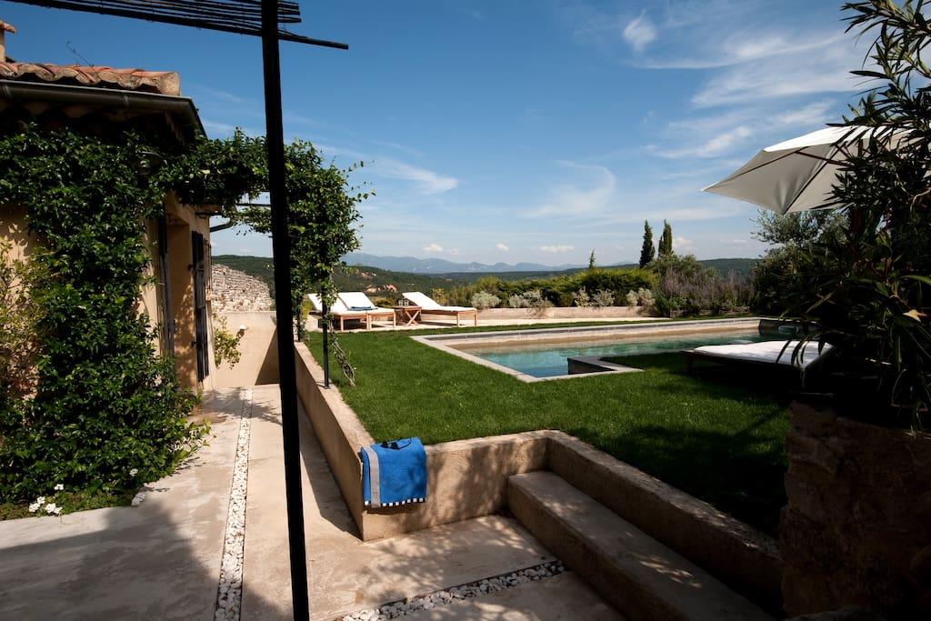 Maison piscine vue exceptionnelle maisons louer for Hotel piscine interieure rhone alpes