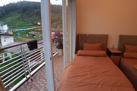 Diengcool homestay | Twin bed room |