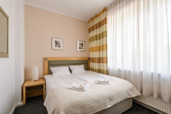 Wielkie łóżko ☆ Mokotów ☆ w3 ☆ Metro ☆ Hostel