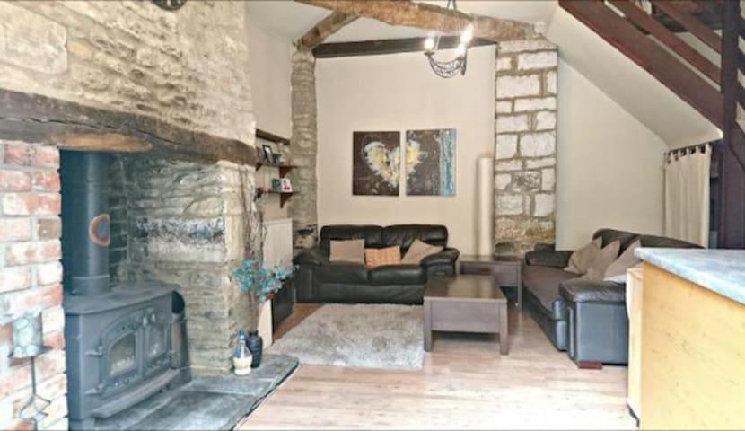 Ayres Cottage, Brackley