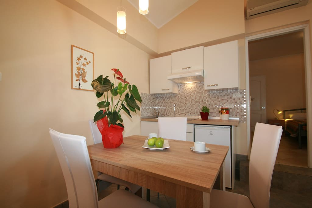 Cute kitchen and dining area