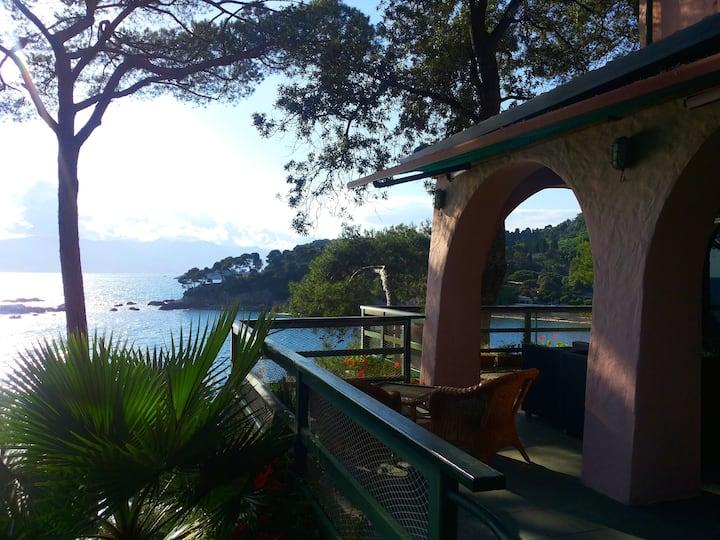 Villa esclusiva con accesso privato al mare.