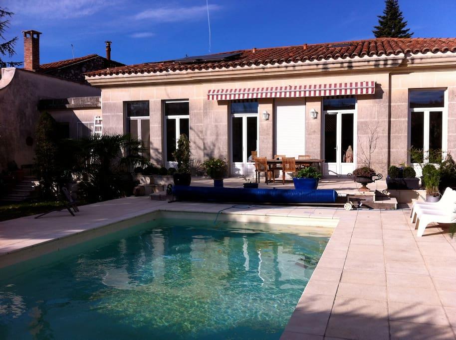terrasse soleil et piscine