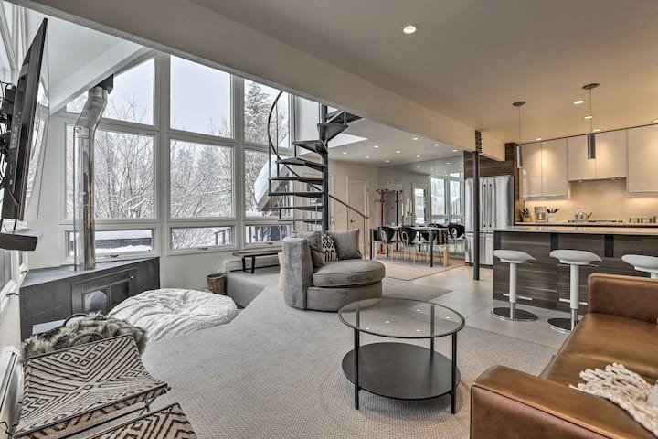 Vail Condo w/ Mtn View Deck - Steps to Ski Shuttle