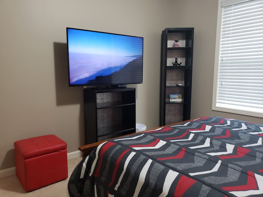 Huge Flat Screen TV with Cable and Netflix, Hulu, HBO Prime TV