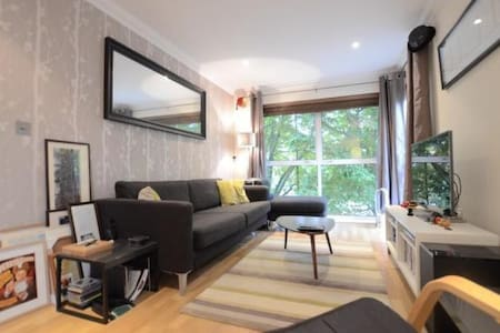 Cozy flat in Highwood Close