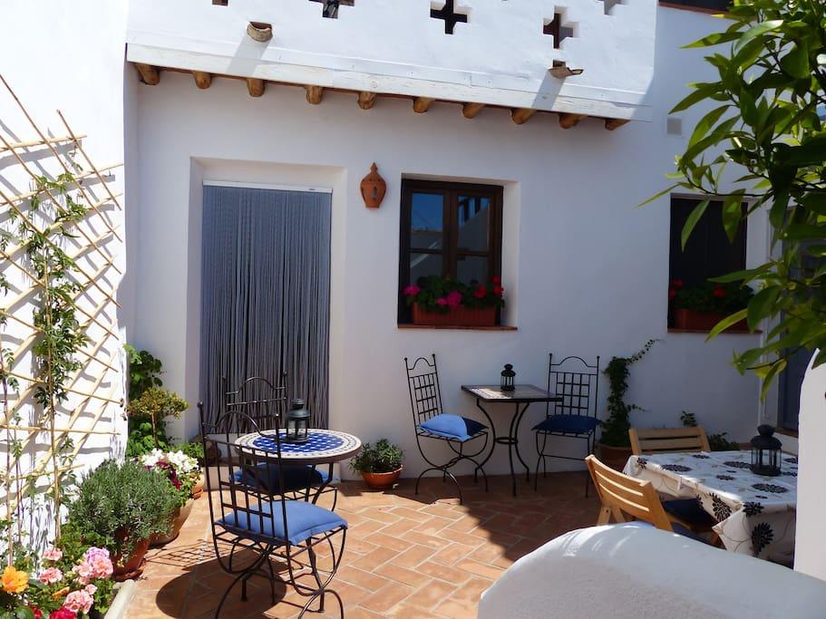 A glimpse into the pretty courtyard