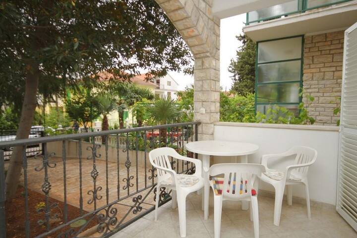 One bedroom apartment with terrace Vodice (A-6321-b)