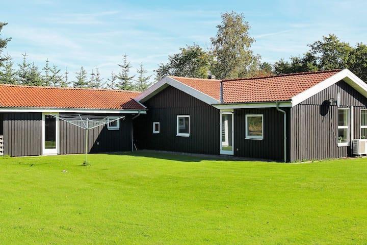 Charmantes Ferienhaus in Storvorde mit Solarenergie